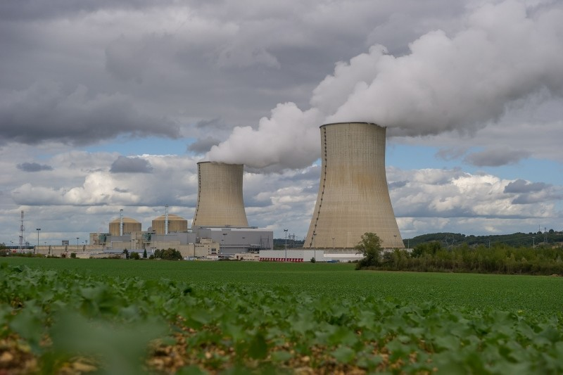 This picture taken Sept. 22, 2015 shows the Civaux Nuclear Power Plant at the edge of Vienne River between Confolens and Chauvigny, and 34 km southeast of Poitiers, France. (AFP Photo)