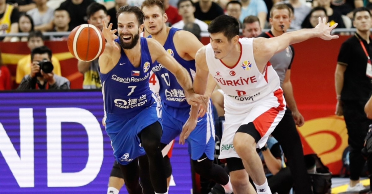 Ersan Ilyasova of Turkey and Vojtech Hruban of Czech Republic  battle for a loose ball during their group phase game in the FIBA Basketball World Cup at the Shanghai Oriental Sports Center, Thursday, Sept. 5, 2019. (Reuters Photo)