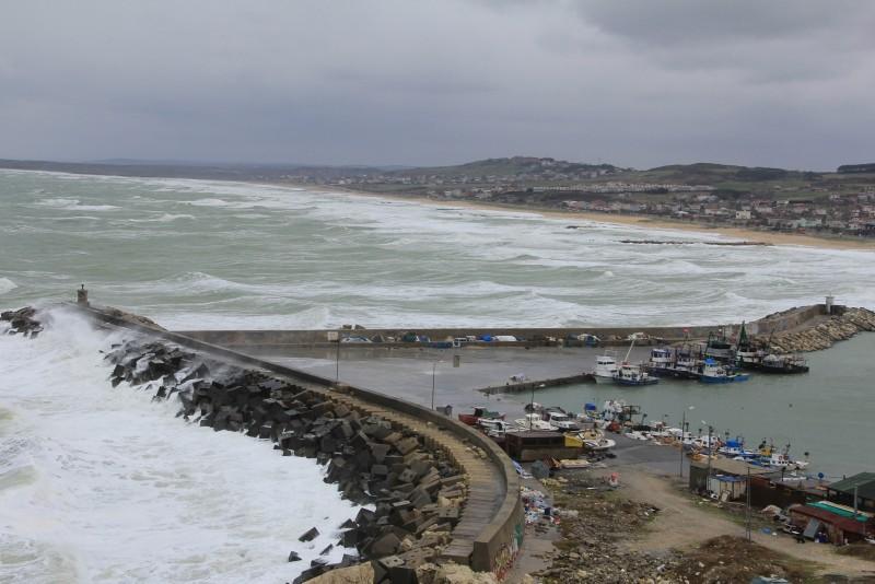 Waves pound the breakwater located on the Black Sea coast of Karaburun village in Arnavutku00f6y district. (IHA Photo)