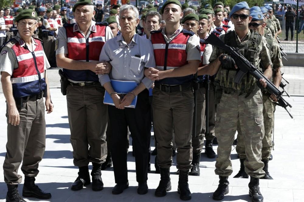 Gendarmerie troops escort Aku0131n u00d6ztu00fcrk to court.