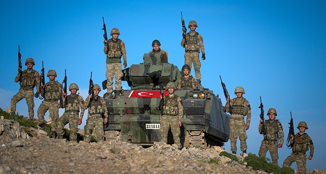 عناصر من الجيش التركي خلال تطهيرهم لمنطقة هاكورك شمالي العراق من بي كا كا
