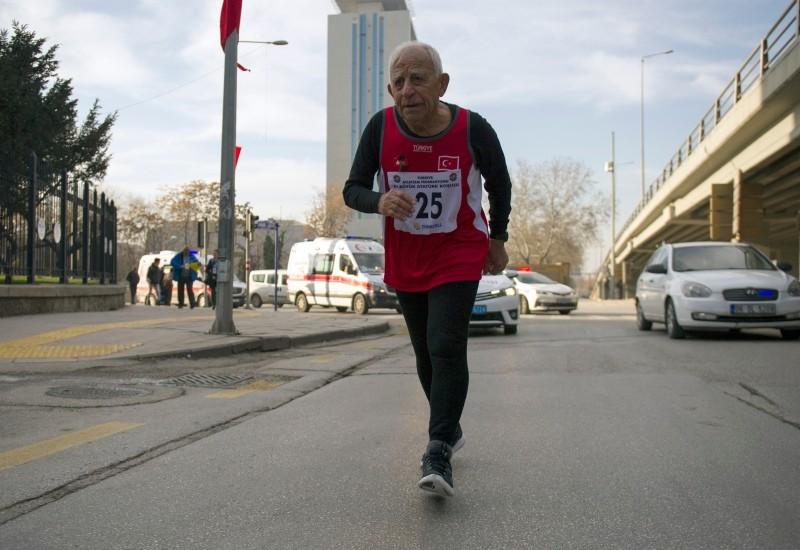 Erdou011fan Dulda competing in 83rd Grand Atatu00fcrk Run in Ankara, Dec. 27, 2018. (IHA Photo)