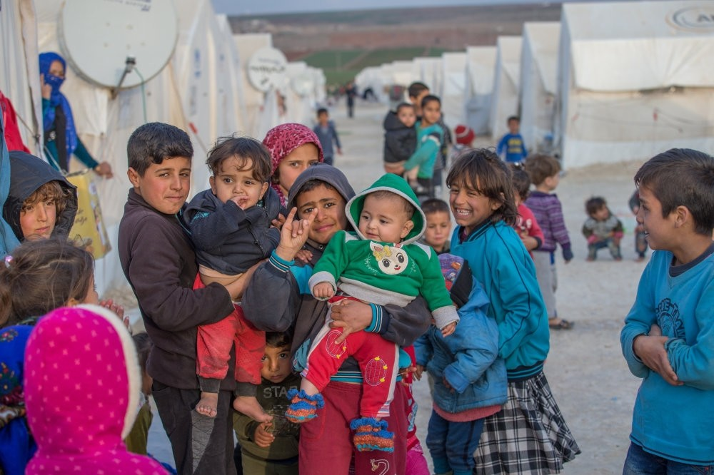 Children of Syrian Kurdish families who escaped from YPG-dominated areas and took refuge in Turkey pose at a camp in the southern province of u015eanlu0131urfa, Dec. 3.