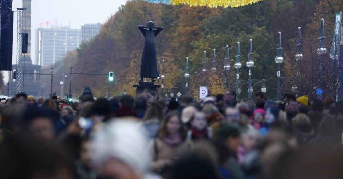People gather ahead of the start of the public show for the 30th anniversary of the fall of the Berlin Wall, on November 9, 2019. (AFP Photo)