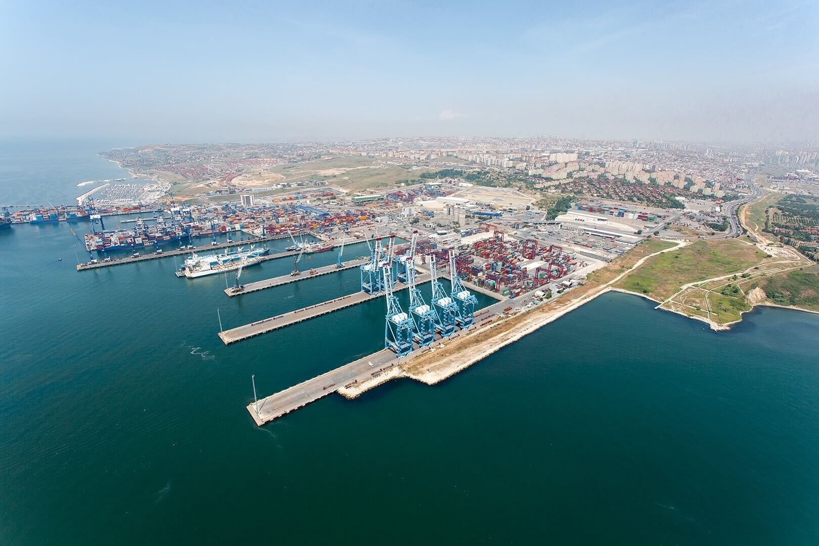 Turkeyu2019s total foreign trade volume was around $391.3 billion in January-December 2017, according to the Turkish Statistical Institute (TurkStat).