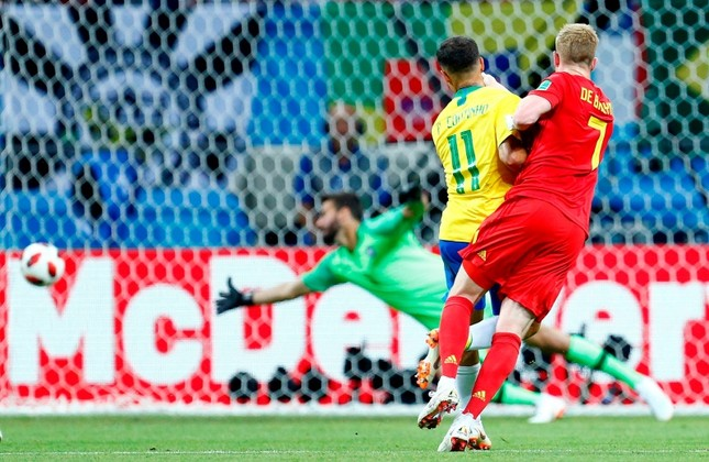 Belgium's Kevin De Bruyne scores his side's second goal during the quarterfinal match between Brazil and Belgium at the 2018 soccer World Cup in the Kazan Arena, in Kazan, Russia, Friday, July 6, 2018. (AFP Photo)