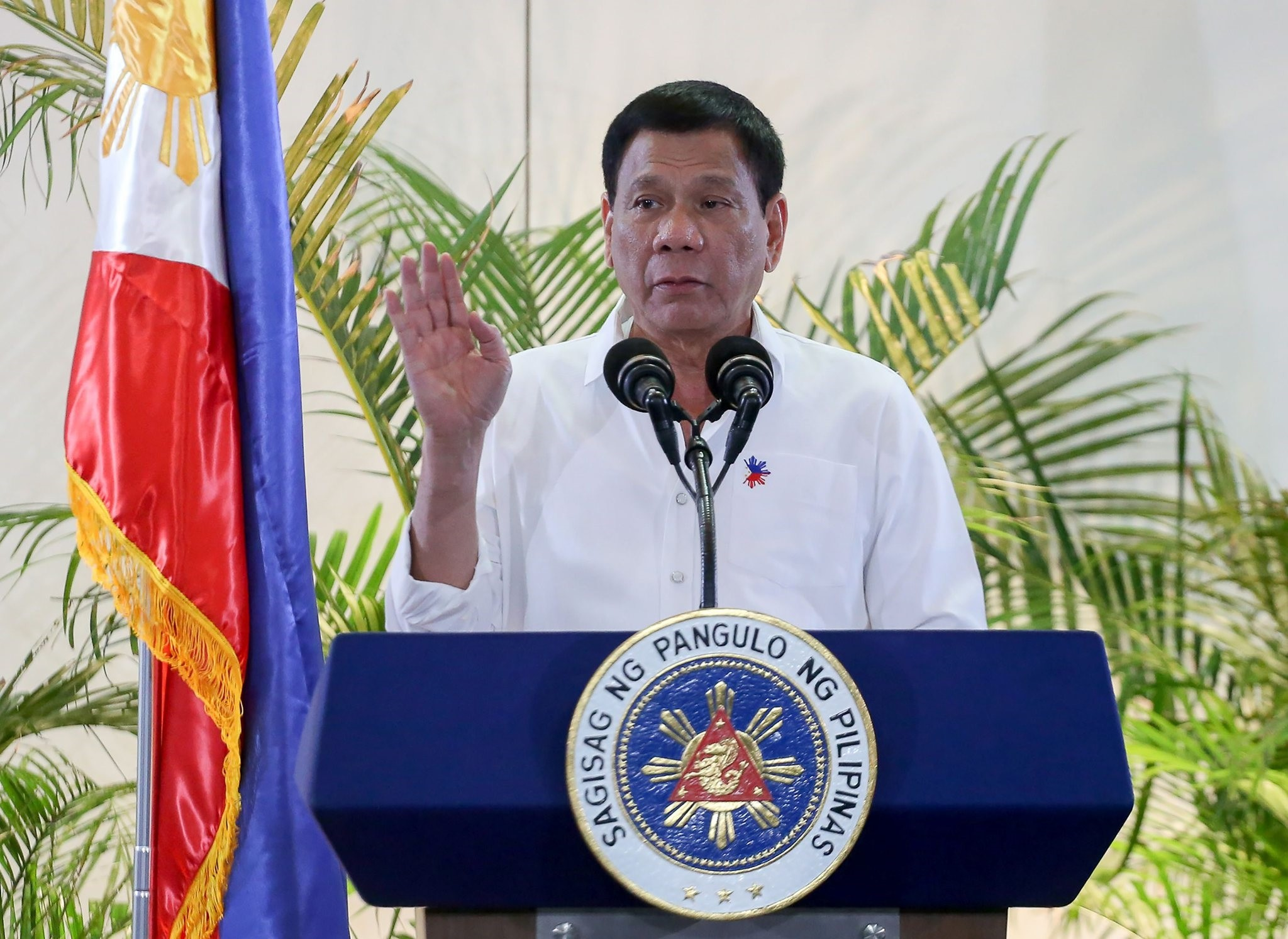 Philippine President Rodrigo Duterte gestures during a press conference shortly after arriving from Singapore at Davao international airport early December 17, 2016. (AFP Photo)