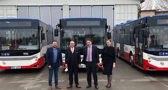 وصول الحافلات التركية إلى براغ الأناضول