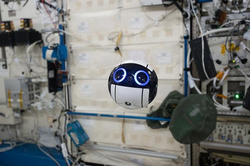JEM Internal Ball Camera taking a video (Photo courtesy of JAXA/NASA)