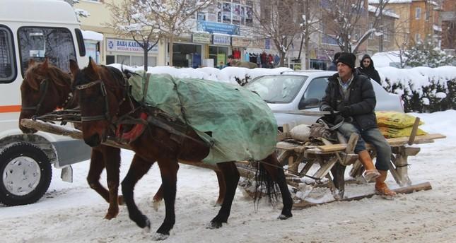 الترام الثلجي.. مصدر رزق لتركي من ذوي الاحتياجات الخاصة