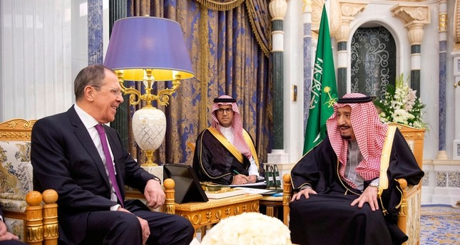 الملك سلمان يستقبل لافروف بالرياض لبحث المستجدات الإقليمية