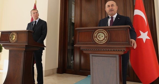 جاووش أوغلو يؤكد استعداد تركيا للتعاون مع روسيا لوقف إطلاق النار في سوريا