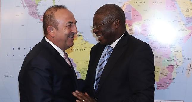 تشاوش أوغلو مع نائب رئيس الاتحاد الإفريقي توماس كويسي كوارتي