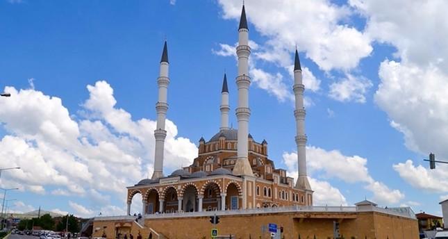 وقف الديانة التركي يواصل أعمال بناء 16 مسجداً حول العالم