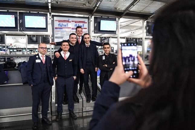 Umzug der Superlative: Angestellte und Passagiere verabschieden sich von Flughafen Atatürk