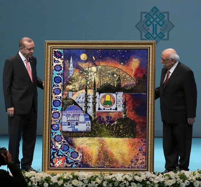 Culture and Tourism Minister Nabi Avcı presenting a painting to President Erdoğan during the inauguration of the Third National Cultural Council, Istanbul, March 3.