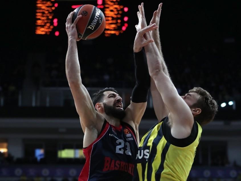 Baskoniau2019s Tornike Shengelia (L) in action against Fenerbahu00e7e Dou011fuu015fu2019s Nicolo Melli (R) during a Euroleague basketball game in Istanbul, last week.
