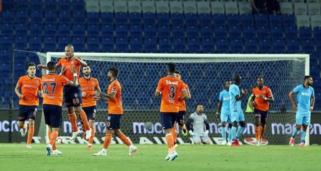 باشاك شهير يجتاز طرابزون سبور بثنائية إفريقية في الدوري التركي