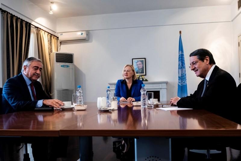 Turkish Cypriot President Mustafa Aku0131ncu0131 (L), Greek Cypriot leader Nicos Anastasiades (R) and UN Cyprus Envoy Elizabeth Spehar, during their meeting inside the UN buffer zone in divided capital Nicosia, Cyprus, on Oct. 26, 2018. (AP Photo)