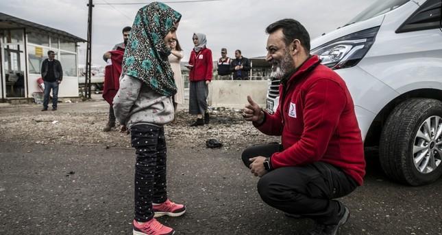 بمساعدة الهلال الأحمر التركي.. الطفلة السورية مايا تخطو أولى خطواتها نحو المستقبل