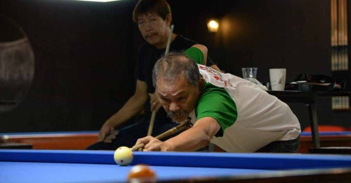 Efren ,The Magician, Reyes, a multiple world champion, plays pool at a billiard hall in Manila, Nov. 7, 2019. (AFP Photo)
