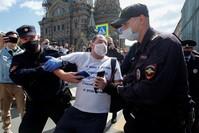 تظاهرة تضامنية في بطرسبورغ مع احتجاجات مدينة خاباروفسك رويترز