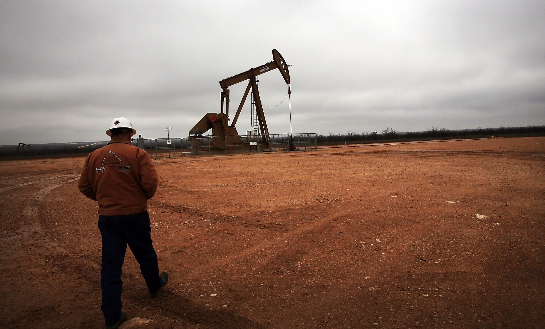 An oil well owned and operated by the Apache Corporation in the Permian Basin, U.S.