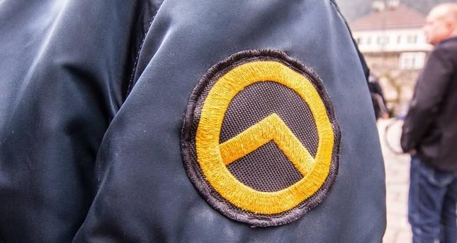 Duisburg Symbol Von Rechtsextremisten In Polizeiwagen