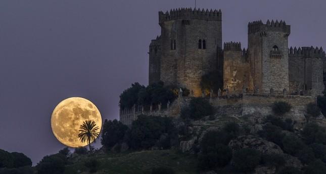 القمر في قرطبة، إسبانيا