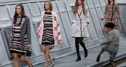 'Sneaky' comedian crashes Chanel runway at Paris Fashion Week