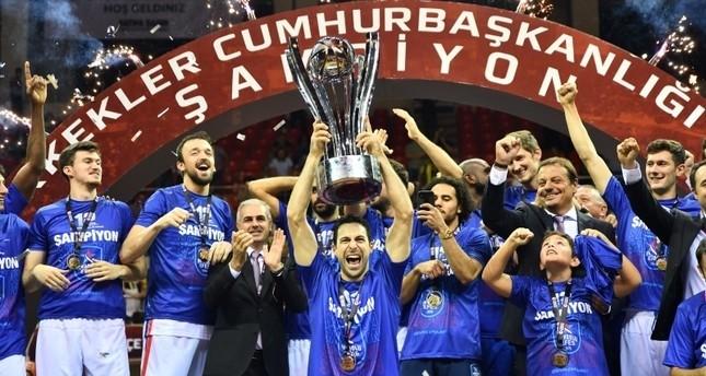 أناضولو أفَس يتوج بكأس الجمهورية التركية لكرة السلة