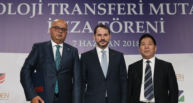 Energy Minister Berat Albayrak (C) attended the launch of the new boron strategy and a MoU signing ceremony with Chinese Dalian Jinma top executive Wang Yahne (R) and Eti Maden General Manager and Chairman Serkan Keleşer (L).