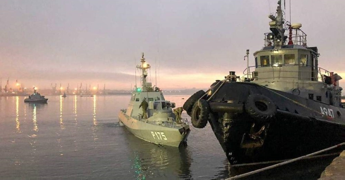 The Nikopol gunboat, the Berdyansk gunboat, and the Yany Kapu tugboat (L-R) of the Ukrainian Navy tugged to the Kerch Seaport. (Photo from the Crimean Branch of the Russian Federal Security Service/TASS)