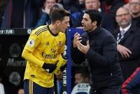 Özil hails Arteta impact despite early struggles