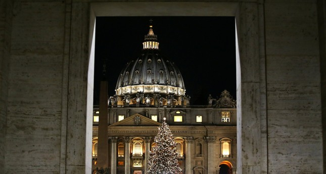The Vatican Christmas tree is lit up after a ceremony in Saint Peter's Square at the Vatican, December 7, 2017. (REUTERS Photo)
