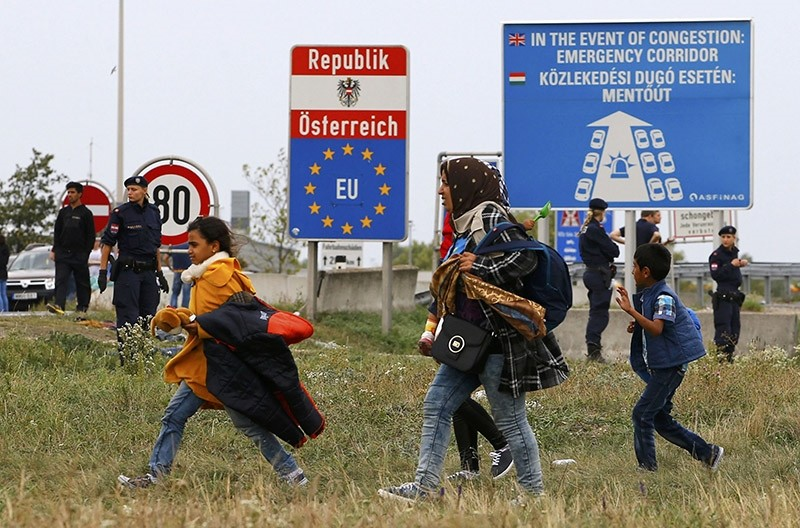 Migrants walk away from the border crossing from Hungary in Nickelsdorf, Austria September 14, 2015. (Reuters Photo)