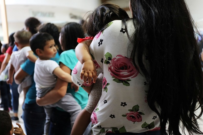 This June 22, 2018 file photo shows women and their children, many fleeing poverty and violence in Honduras, Guatamala and El Salvador, arrive at a bus station following release from Customs and Border Protection  in McAllen, Texas. (AFP Photo)