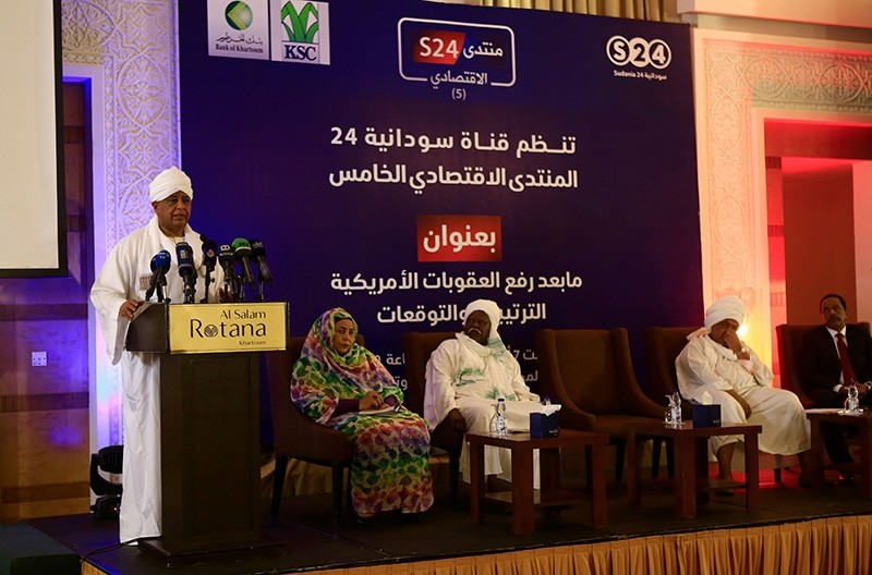 Sudanese Foreign Minister Ibrahim Ghandour addresses a panel discussion on the impact of Washington's decision to end its 20-year-old trade embargo on Sudan in Khartoum on Oct. 7, 2017. (AFP Photo)