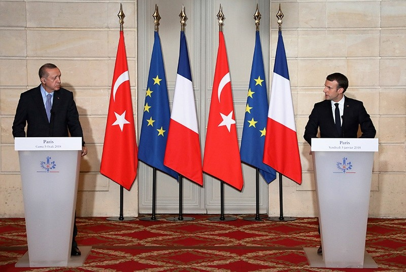 French President Emmanuel Macron (R) and Turkish President Recep Tayyip Erdou011fan hold a joint press conference at the Elysee Palace in Paris, France, January 5, 2018. (Reuters Photo)