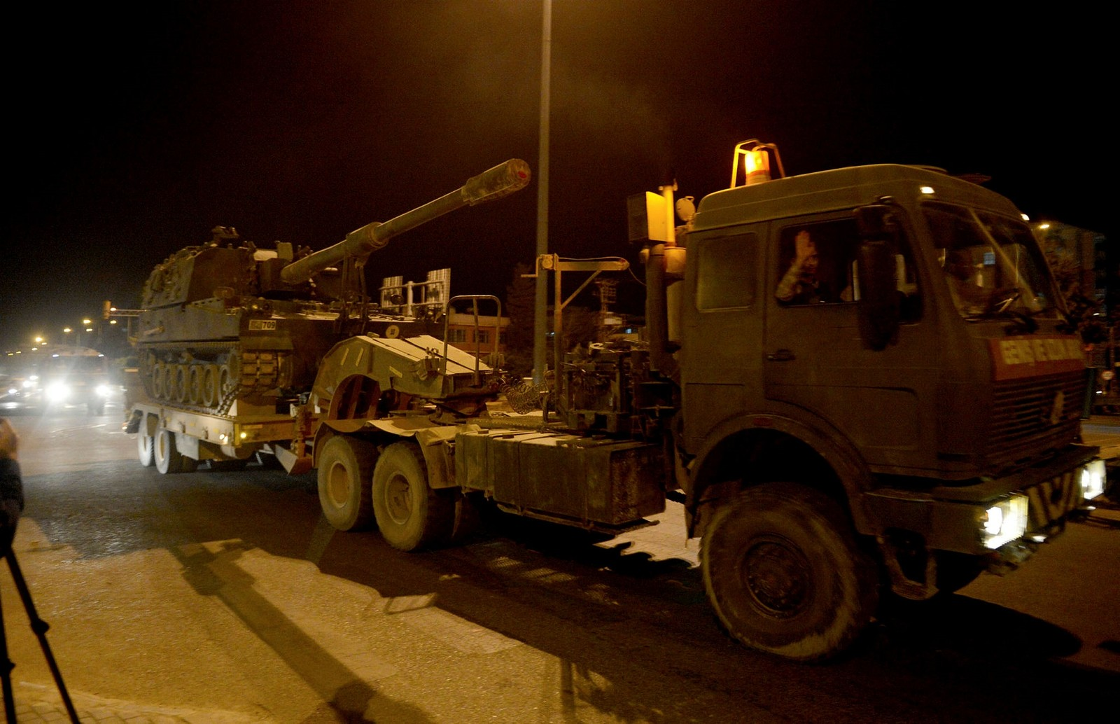Turkey deploys howitzers, extra military personnel to border with PYD-controlled Syrian territory