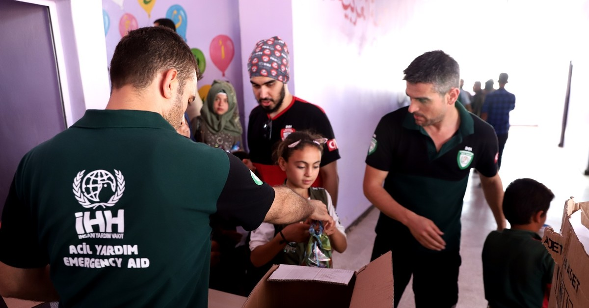 u0130HH distributes food Syrian children entering a new semester in school in northwestern Azaz province, Sept. 9, 2019.