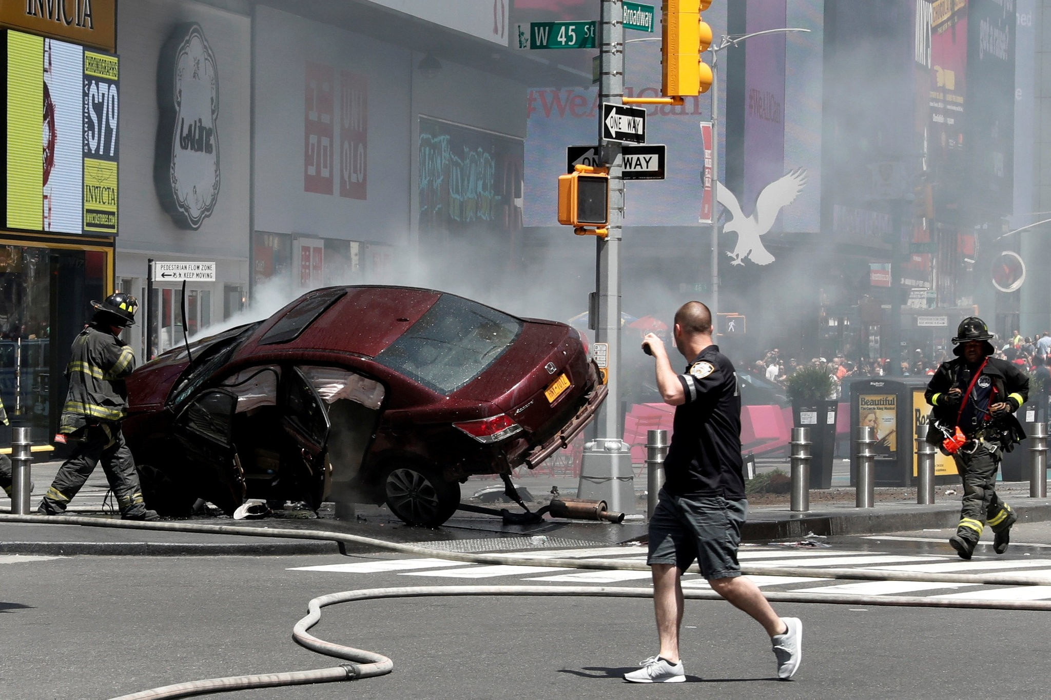 A vehicle that struck pedestrians and later crashed is seen on the sidewalk in Times Square in New York City, U.S., May 18, 2017. (REUTERS Photo)