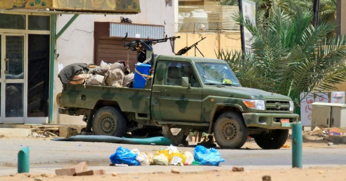 Members of Sudan's security forces hold their position, Khartoum, June 6, 2019.
