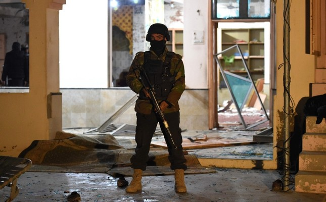 A soldier stands guard at the premises of a mosque after a bomb blast in Quetta, Pakistan, Jan. 10, 2020. AFP Photo