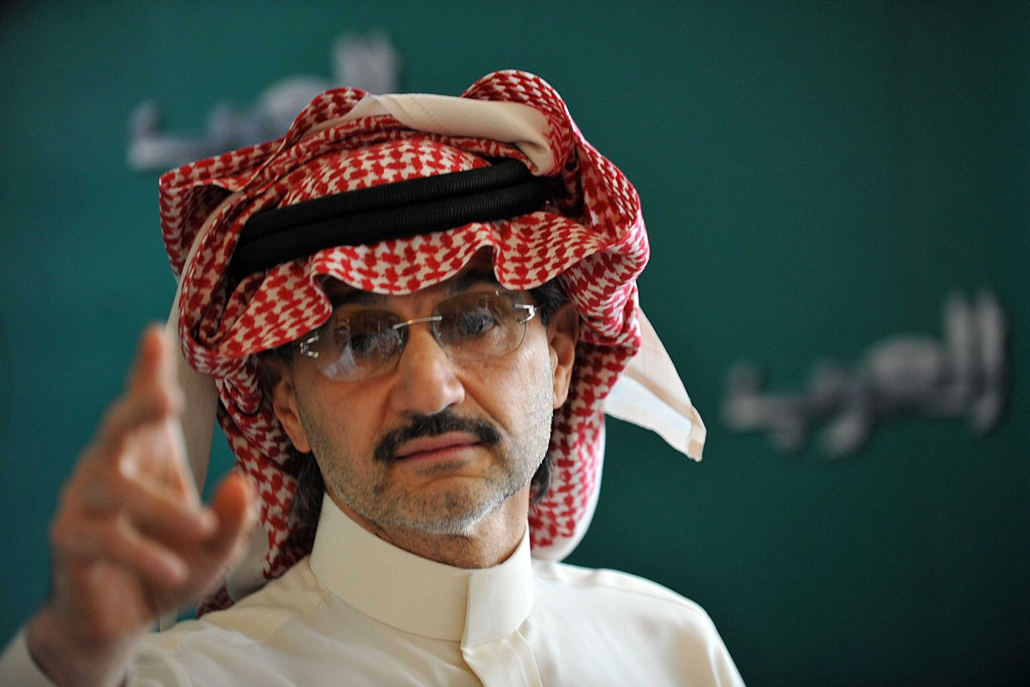 Saudi billionaire owner of Kingdom Holding Company Prince Alwaleed bin Talal gestures during a press conference, on September 13, 2011, in Riyadh. (AFP Photo)