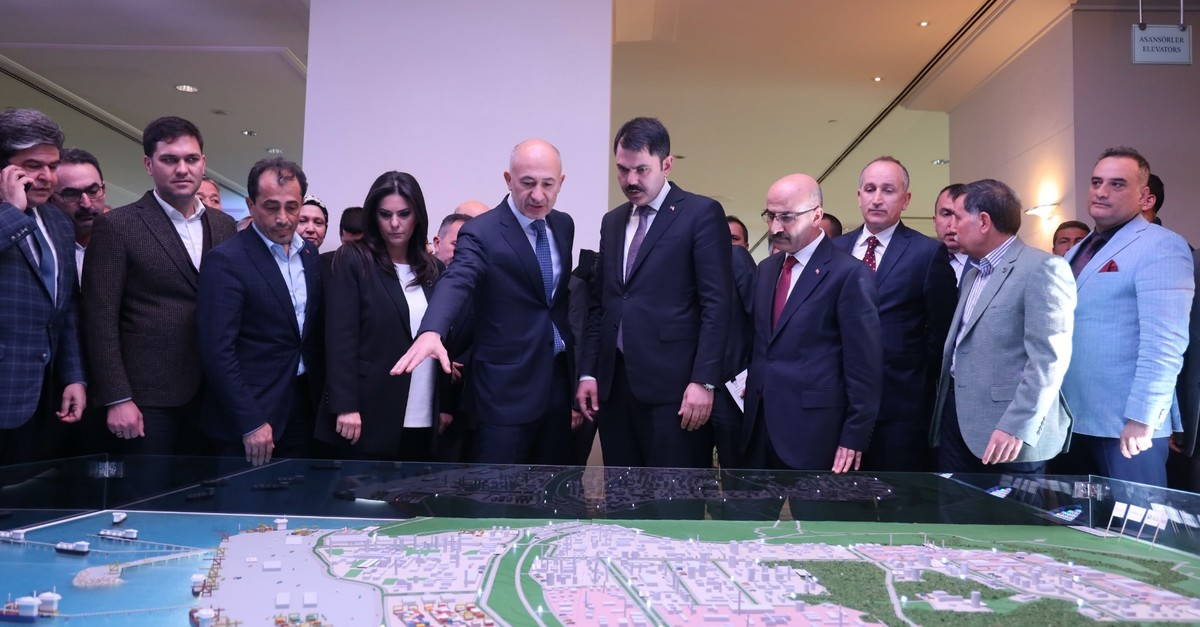 Environment and Urbanization Minister Murat Kurum (third from right) and Ru00f6nesans Holding Chairman Erman Ilu0131cak examine the mock-up version of the Ceyhan Petrochemical Industrial Zone project, Adana, March 24, 2019.