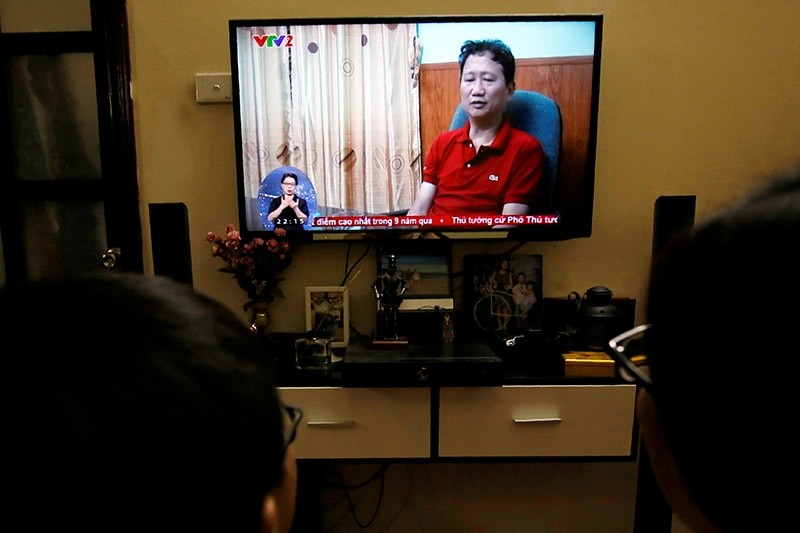 An image of Vietnamese former oil executive Trinh Xuan Thanh is seen on a TV screen on state-run television VTV, saying he turns himself in at a police station in Hanoi, Vietnam August 3, 2017. (Reuters Photo)