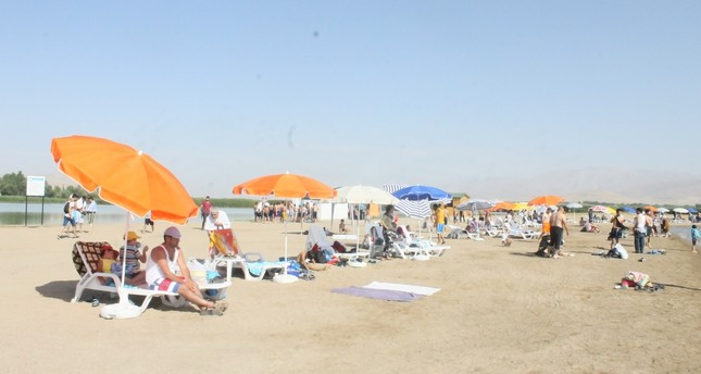 Tourists, locals flock to newly opened Van Lake beach