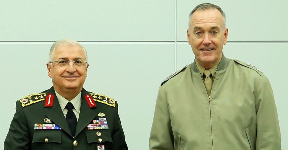 General Yau015far Gu00fcler (Left) with U.S. Counterpart Joseph Dunford (AA Photo)