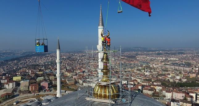 Çamlıca-Moschee erhält größte Sichel der Welt